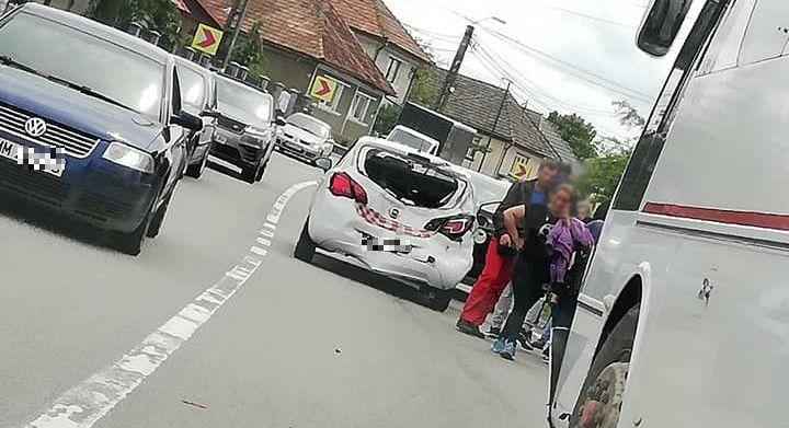Accident cu un autocar și trei autoturisme în Lăpușel (GALERIE FOTO)