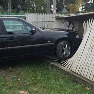 Era băut când a dat cu mașina-n gard