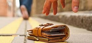 A găsit un portofel cu 1.105 lei și 300 de euro și l-a predat poliției