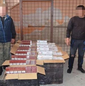 Serialul contrabanda: baxuri de țigări cărate în cârcă, împușcături la graniță și doi inși prinși