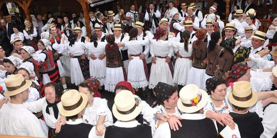 După 10 ediții, Festivalul danțului la șură se mută în Muzeul Satului din Baia Mare