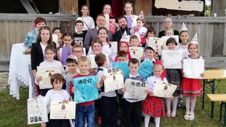 Fetele au dominat concursul de toacă din satul Posta (GALERIE FOTO)