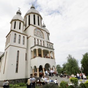 Hramul bisericii din Tăuţii de Sus (GALERIE FOTO)