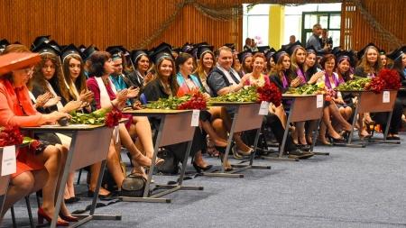 Studenții de la Facultatea de Litere, la cursul festiv (GALERIE FOTO)