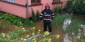 Gospodării inundate în Săpânța după o rupere de nori