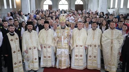 """Episcopul Iustin: """"Destinația noastră nu este mormântul"""" (GALERIE FOTO)"""