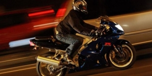 Conducea fără permis o motocicletă neînmatriculată