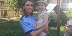 Cireșe ridicate cu mascații, taman de ziua unei fetițe care împlinea patru ani (GALERIE FOTO)