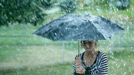 Nu mai scăpăm de ploi până vineri