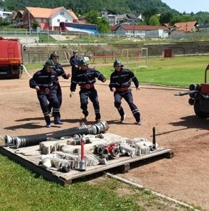 Pompierii s-au luat la întrecere (GALERIE FOTO)