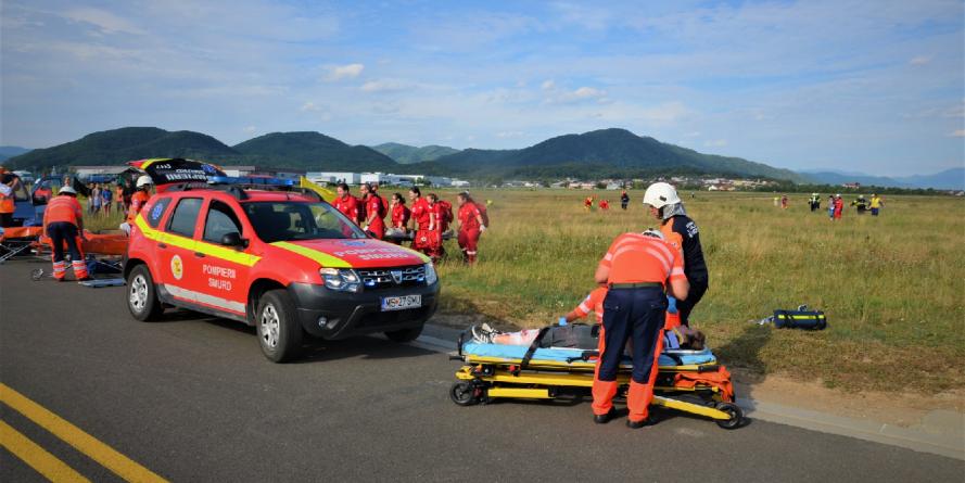 Aeronavă lovită de fulger, cu incendiu în partea din spate și aterizare forțată pe pista aeroportului băimărean (GALERIE FOTO)