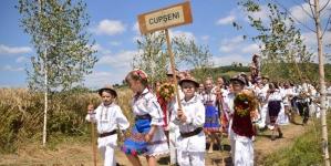 """Festivalul """"Tradiții și obiceiuri sub poalele Muntelui Șatra"""" la Cupșeni"""