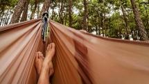Amendă de 300 de euro pentru un turist care s-a lăfăit într-un hamac
