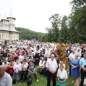 O mulțime de credincioși la hramul Mănăstirii Dealu Mare (GALERIE FOTO)