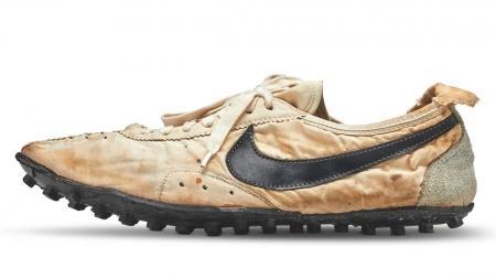 O pereche de pantofi de sport a fost vândută cu o sumă amețitoare: 437.500 de dolari