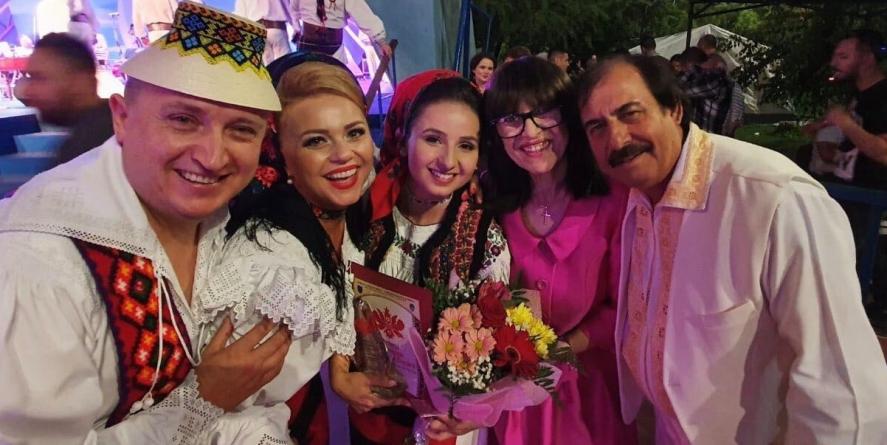 Borșeanca Silvia Timiș întâi a visat și apoi chiar a câștigat trofeul și premiul de 5000 de euro la festivalul internațional de folclor de la Brăila