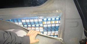 Ascunderea țigărilor în peretele lateral stâng al mașinii s-a dovedit o mișcare stângace