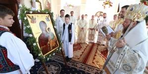 Lucrările la biserică și noua capelă de cimitir – binecuvântate, la Dumbrăvița, de Arhiereul vicar Timotei al Episcopiei Maramureșului și Sătmarului (GALERIE FOTO)