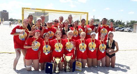 Din groapa cu nisip a stadionului de atletism la titlul de campioane. Aur și argint pentru CS Marta la campionatul național de handbal pe plajă (GALERIE FOTO)