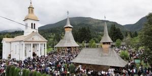 Mii de oameni au luat parte la hramul Mănăstirii Moisei (GALERIE FOTO)