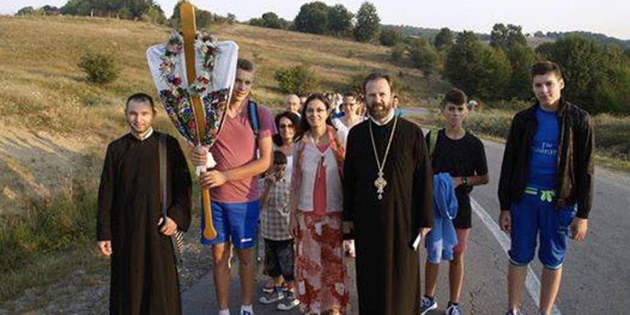 În pelerinaj pe jos la Mănăstirea Rohia