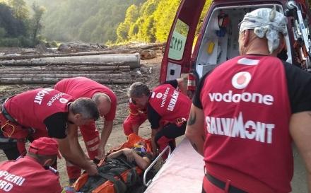 Intervenție a salvamontiștilor după ce un bărbat a căzut într-o râpă (GALERIE FOTO)