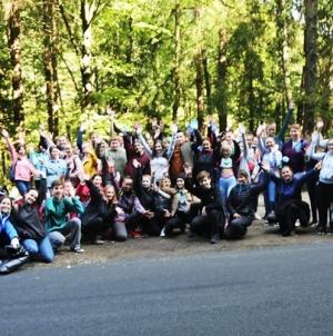 """Participare masivă la acțiunea de ecologizare """"Let`s Do It, Romania!"""", mănușile pentru voluntari epuizându-se de la primele ore (GALERIE FOTO)"""
