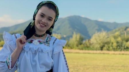 """Cântăreața de muzică populară Ana-Maria Tomoiagă va preda la """"Gheorghe Șincai"""""""