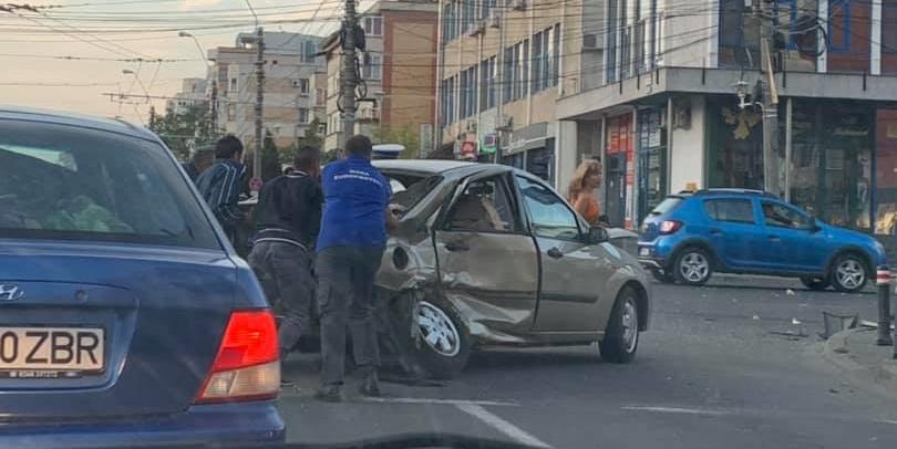 Accidente în cascadă  pe ditamai bulevardul (GALERIE FOTO)