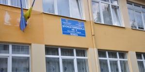 Părinți însoțiti de copii au venit cu jalba-n proțap la Inspectoratul Școlar