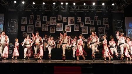 """Ansamblul """"Transilvania""""- vedetă la un festival internațional de folclor din Brazilia (GALERIE FOTO)"""