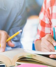 La Biblioteca Județeană se fac gratuit cursuri de limbi străine și pregătiri pentru examene