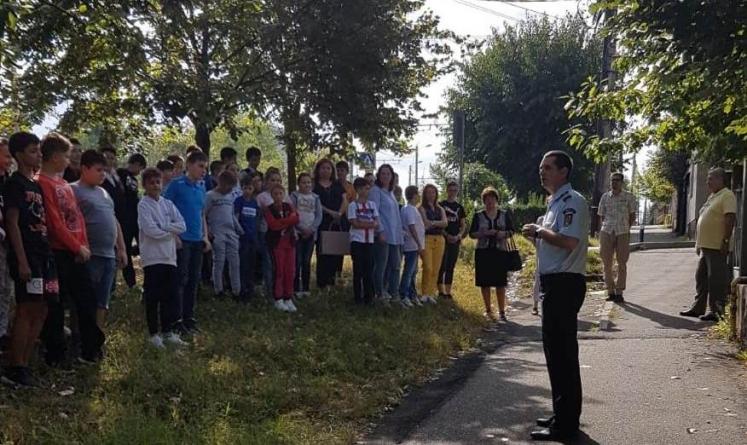 """Exercițiu de evacuare în caz de incendiu la Școala Gimnazială """"Simion Bărnuțiu"""" (GALERIE FOTO)"""