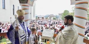 Episcopul Iustin, la hramul bisericii din satul natal (GALERIE FOTO)
