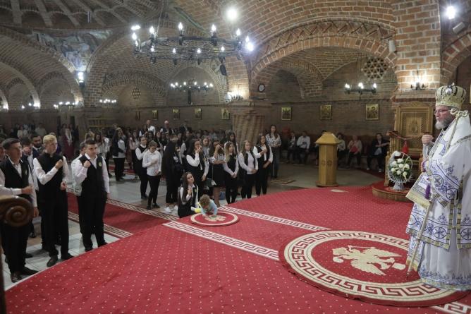 """""""Trebuie să fiţi lumină şi pildă"""", le-a spus Episcopul Iustin elevilor seminariști la deschiderea noului an școlar (GALERIE FOTO)"""