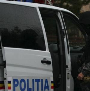 3.000 de euro falși găsiți în ultimele două săptămâni. S-au ridicat și trei arme de foc