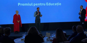 "Adrian Hochia (Firiza) a luat ""Premiul pentru Educație"" la Gala Fundației Vodafone 2019 (GALERIE FOTO)"