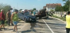 Astea-i mai lipseau când a făcut accidentul: permisul și dovada că mașina ar mai fi înmatriculată: în schimb, îi prisosea alcoolul