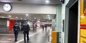 Arestat după ce s-a pus în fața trenului spre a-l împiedica să plece fiindcă soția sa nu ajunsese încă