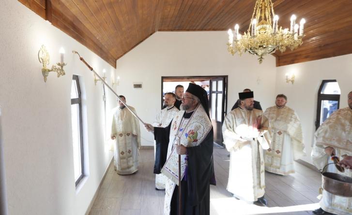 """Episcopul Iustin: """"Uneori ne lasă Dumnezeu să greşim ca să vedem cât e de rău când e rău"""" (GALERIE FOTO)"""