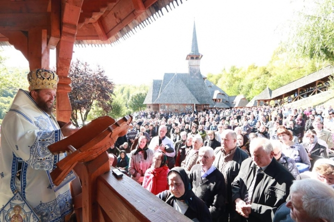 Hram la Mănăstirea Rohiița (GALERIE FOTO)
