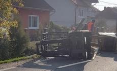 Stivuitor căzut din TIR pe drumul din Satulung