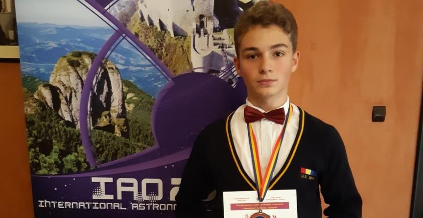 Juniorul Traian Tuș, medalie de argint la Olimpiada Internațională de Astronomie a seniorilor