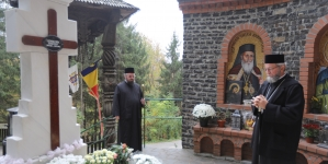 Episcopul Iustin, în popas duhovnicesc la Mănăstirea Rohia (GALERIE FOTO)