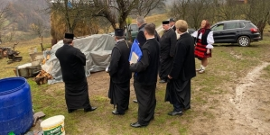 Sectorul filantropic al episcopiei va cumpăra o casă pentru cei opt copii din Bârsana, rămași fără tată