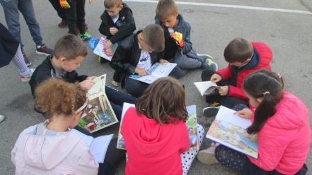 """""""Toată școala citește"""" – proiect inedit derulat în Școala """"Nichita Stănescu"""" din Baia Mare"""
