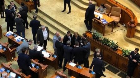 Avem guvern votat de Parlament, cu numire semnată de președintele țării, mai rămâne să jure la Cotroceni