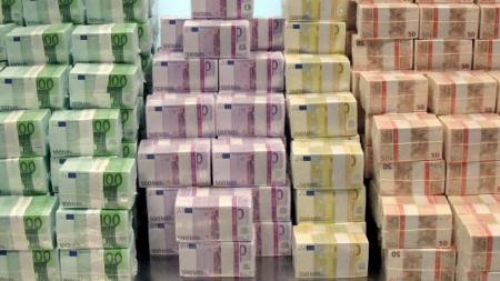 Românii din străinătate –  pe locul 2 în UE la miliardele de euro trimise în țară