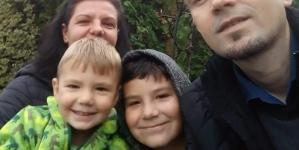 Lovit de o boală nemiloasă, un preot are nevoie de ajutor, pentru a mai trăi lângă cei doi copilași ai săi