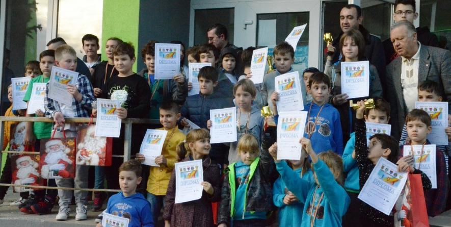 """Cupa """"1 Decembrie"""" la șah pentru copii și junioriși-a stabilit câștigătorii"""